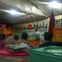 Photo taken at Warung Sedap Malam Kalkulator by Ikos W. on 9/12/2012