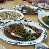 Photo taken at Restaurant Lan Je (兰姐清蒸非洲鱼) - Kepong by Becky L. on 9/8/2012