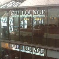 Photo taken at Louis' Tavern CIP Lounge by Milka V. on 6/14/2012