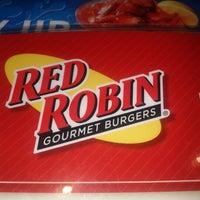 Photo taken at Red Robin Gourmet Burgers by Josedu M. on 8/24/2012