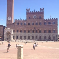 Photo taken at Piazza del Campo by Rogér V. on 7/18/2012