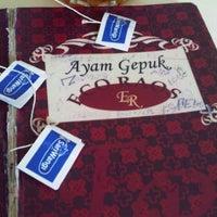 Photo taken at Ayam Gepuk Eco Raos by Dina H. on 3/8/2012