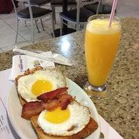 Photo taken at Air Café Palheta by Fernanda L. on 5/20/2012