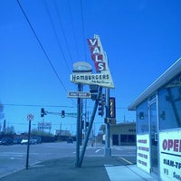 Photo taken at Val's Rapid Serv by Travis L. on 4/26/2012