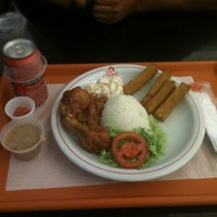 Photo taken at Star Chicken by Paulo W. on 8/24/2012