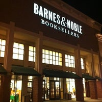 Photo taken at Barnes & Noble Booksellers by Justin W. on 2/18/2012