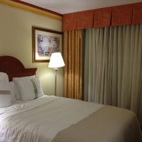 Photo taken at Holiday Inn Miami-International Airport by Rhuan D. on 8/16/2012