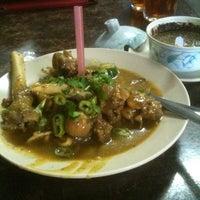 Photo taken at Restoran ZZ Sup Tulang by C0nG4n on 3/13/2012