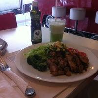 Photo taken at Jack's Burger & Grill by Thiago B. on 9/1/2012