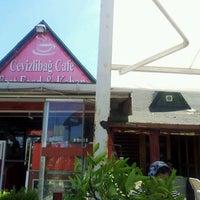 Das Foto wurde bei Cevizlibağ Cafe & Fast Food von Zaim Al-Amin K. am 6/17/2012 aufgenommen