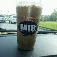 Photo taken at Dunkin' Donuts by Eddiehollywood on 5/23/2012