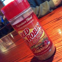 Photo taken at Red Robin Gourmet Burgers by N L. on 7/30/2012