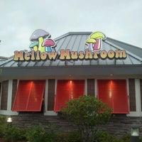 Photo taken at Mellow Mushroom by Suman G. on 5/14/2012