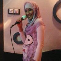 Photo taken at Inul Vizta by Putri U. on 2/19/2012