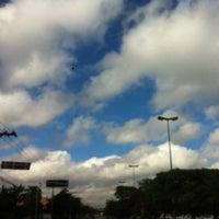 Photo taken at Avenida Zaki Narchi by Alê M. on 5/16/2012