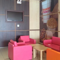Photo taken at Dunkin' Donuts by Emad .. on 3/21/2012