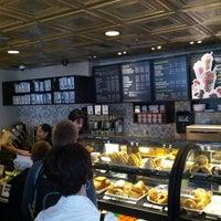Foto tirada no(a) Starbucks por Adam S. em 7/3/2012