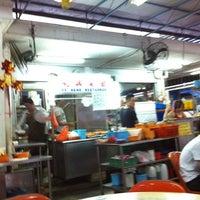 Photo taken at Lee Heng Restaurant by Ivan H. on 3/19/2012