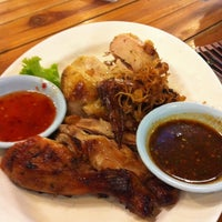 Photo taken at Sabaijai Kebtawan by Oliveoyle on 8/8/2012