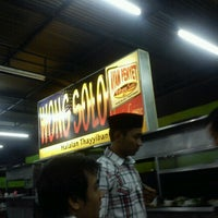 Photo taken at Ayam Penyet Wong Solo by Khairil H. on 8/10/2012