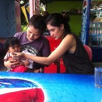 Photo taken at ทะเลริมทาง Seafood by Ariya S. on 6/15/2012