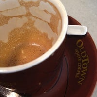 Photo taken at OldTown White Coffee by Koay M. on 8/4/2012