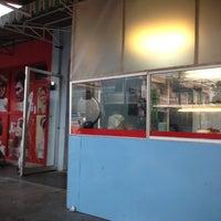 Photo taken at rumah makan rata-rata masakan nusantara by Angkasa N. on 4/18/2012