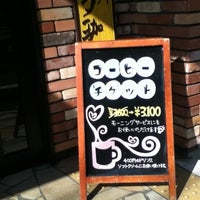 Photo taken at Komeda's Coffee by Norikazu N. on 8/12/2012