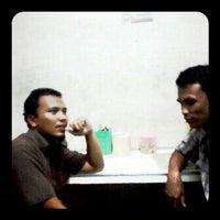 Photo taken at Nasi goreng surabaya by Yoshie A. on 5/25/2012