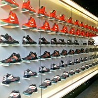 Photo taken at House Of Hoops Orlando by Zach on 2/27/2012