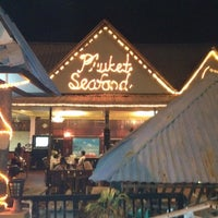 Photo taken at Restoran Phuket Seafood by Alizarain A. on 6/23/2012