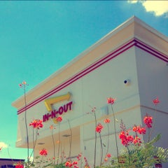 Photo taken at In-N-Out Burger by Jason R. on 8/19/2012