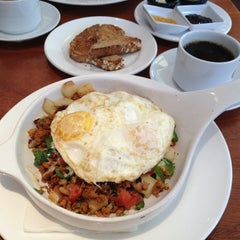 Photo taken at Meli Cafe & Juice Bar by Rick on 7/4/2012
