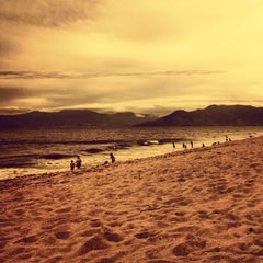Photo taken at Praia Martim de Sá by Maikon M. on 4/29/2012