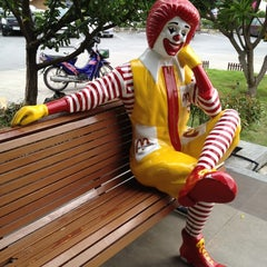 Photo taken at McDonald's & McCafé (แมคโดนัลด์ & แมคคาเฟ่) by Nattawatte' B. on 7/17/2012