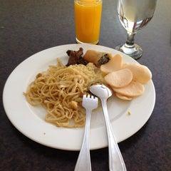 Photo taken at Kakatua Café by Cut Nabilla M. on 8/27/2012