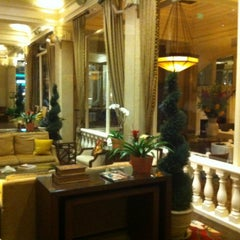 Photo taken at Villa Florence Hotel by Victor R. on 8/18/2012