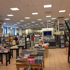 Photo taken at Barnes & Noble by Hans d. on 8/17/2012