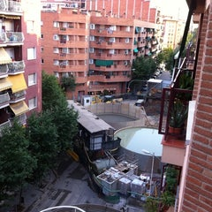Photo taken at Las Putas Obras De Meridiana by Jose L. B. on 7/4/2011