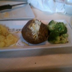 Photo taken at Ruby Tuesday by Elizabeth S. on 5/27/2012