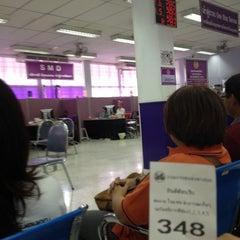 Photo taken at สำนักงานขนส่งกรุงเทพมหานครพื้นที่ 3 (สุขุมวิท 62) by ่jakrapong y. on 3/8/2012
