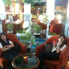 Photo taken at Novotel Suvarnabhumi Airport Hotel (โรงแรมโนโวเทล สุวรรณภูมิ) by Khongsak H. on 7/22/2012