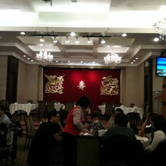Photo taken at Diamond Banquet Hall 鑽石喜宴酒家 by James C. on 3/13/2011