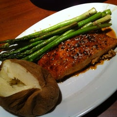 Photo taken at Ruby Tuesday by Celyn L. on 8/17/2012