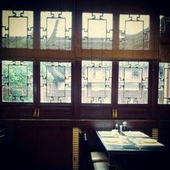 Photo taken at 南翔馒头店 | Nanxiang Steamed Bun Restaurant by Angel Z. on 5/9/2012