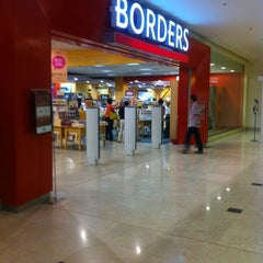Photo taken at Borders by 'theFLAME -. on 4/10/2011