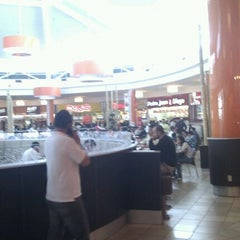 Photo taken at Patio de Comidas Mall Plaza Norte by Eduardo G. on 9/29/2011