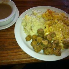 Photo taken at Cracker Barrel Old Country Store by Lori W. on 1/5/2012