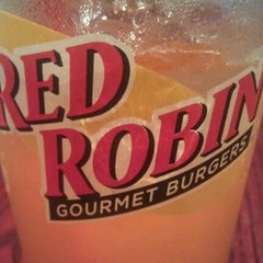 Photo taken at Red Robin Gourmet Burgers by mOeN on 8/16/2012