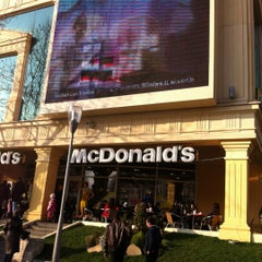 Photo taken at McDonald's by Chislov Y. on 12/30/2011